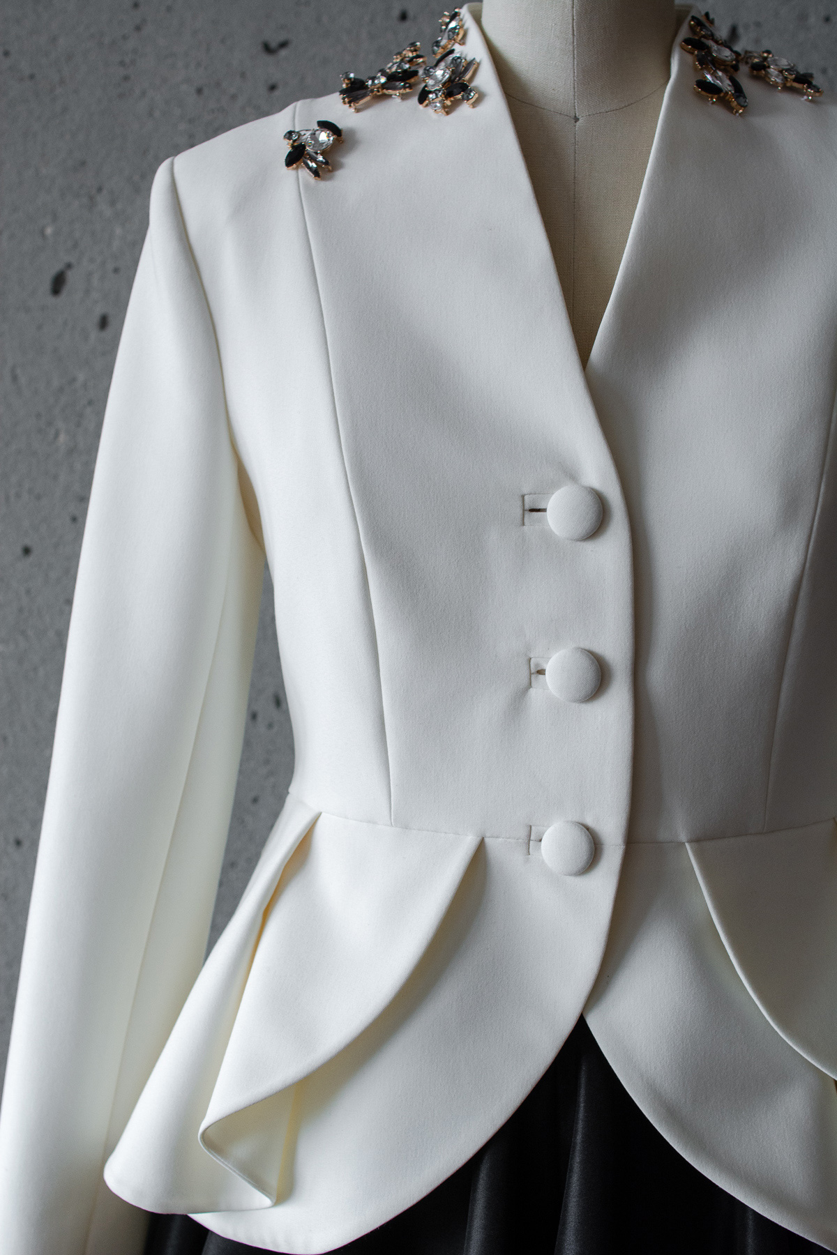COR_2527_WhiteJacket_Web